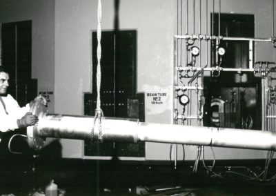 Loading equipment for the beam tubes, SAFARI-1